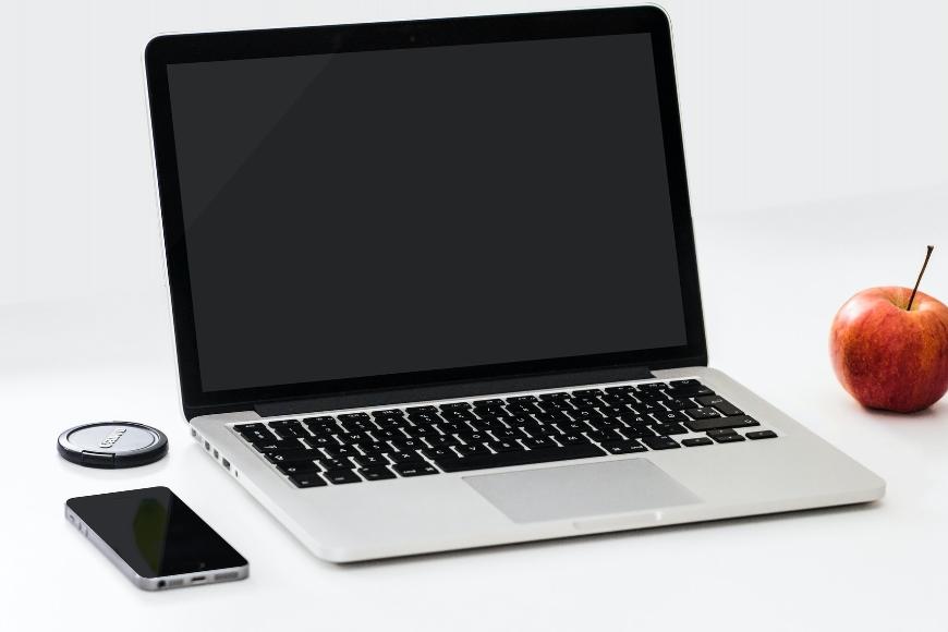 Czy warto korzystać z usług serwisu komputerowego i kiedy?