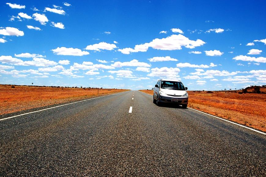 Wynajem czy zakup własnego samochodu – co się bardziej opłaca?