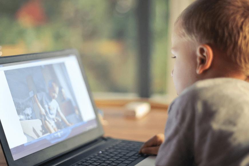 Idzie wiosna - jak oderwać dziecko od szklanego ekranu?