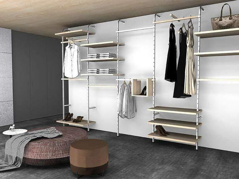 Garderoba w mieszkaniu zaprojektowana z systemem meblowym