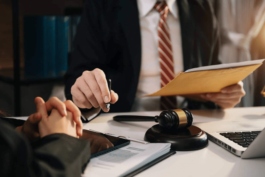 Sprawa spadkowa - w sądzie czy u notariusza?