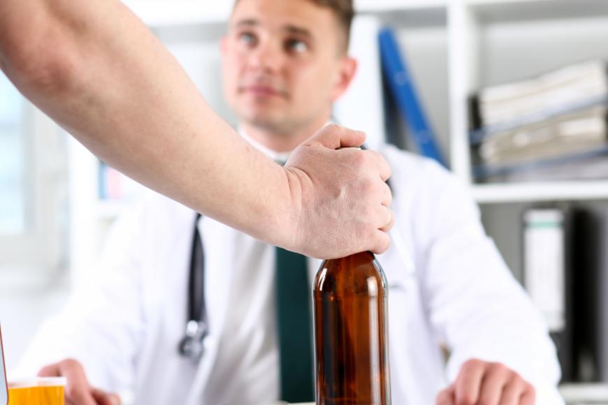 Odtrucie alkoholowe - pierwszy krok do trzeźwości