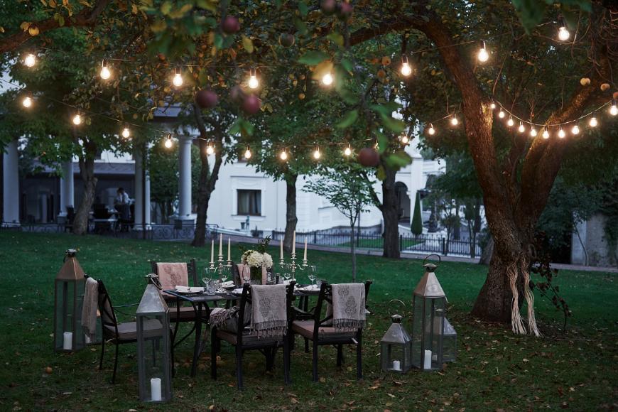 Sezon na garden party oficjalnie rozpoczęty! Czego potrzebujesz, by zorganizować przyjęcie w ogrodzie?