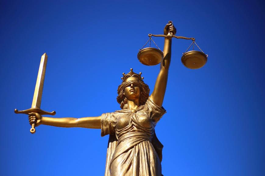 Czy warto prowadzić własną kancelarię prawną?