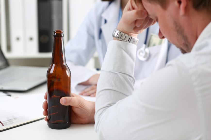 Jakie są przeciwwskazania oraz jak działa zaszycie alkoholowe?