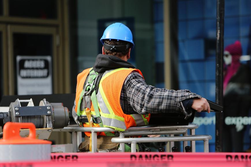 Znaki bezpieczeństwa w miejscu pracy - co trzeba o nich wiedzieć?