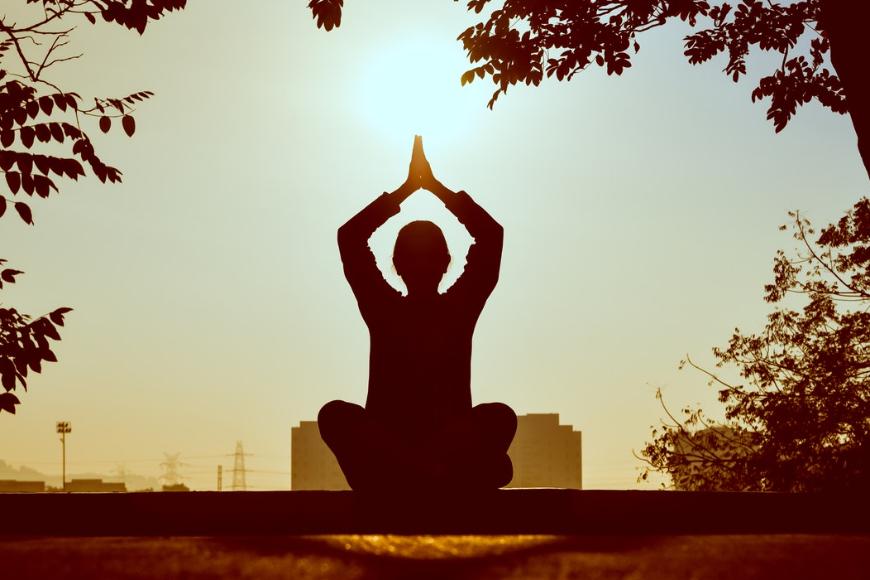 Jak praktykować medytację Kundalini?