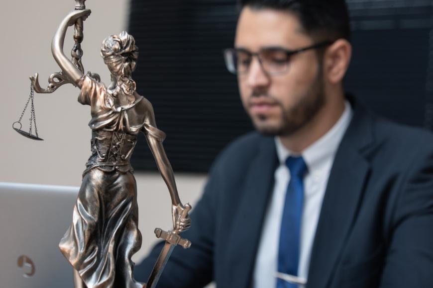 Jak znaleźć dobrego adwokata do spraw rodzinnych?