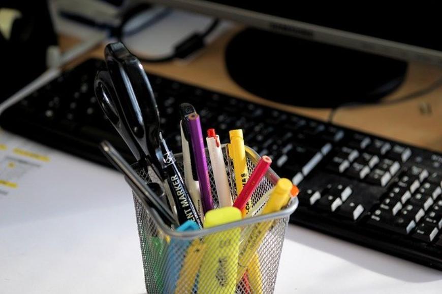 Wygoda w miejscu pracy wpływa na wydajność! Zagospodaruj odpowiednio stanowisko pracy.
