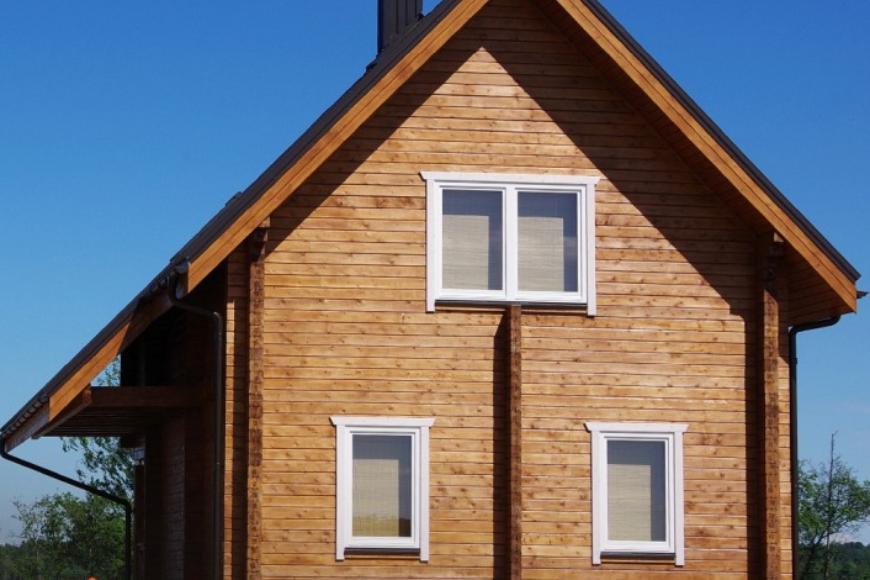 Domy drewniane z drewna klejonego: cechy, korzyści i cena