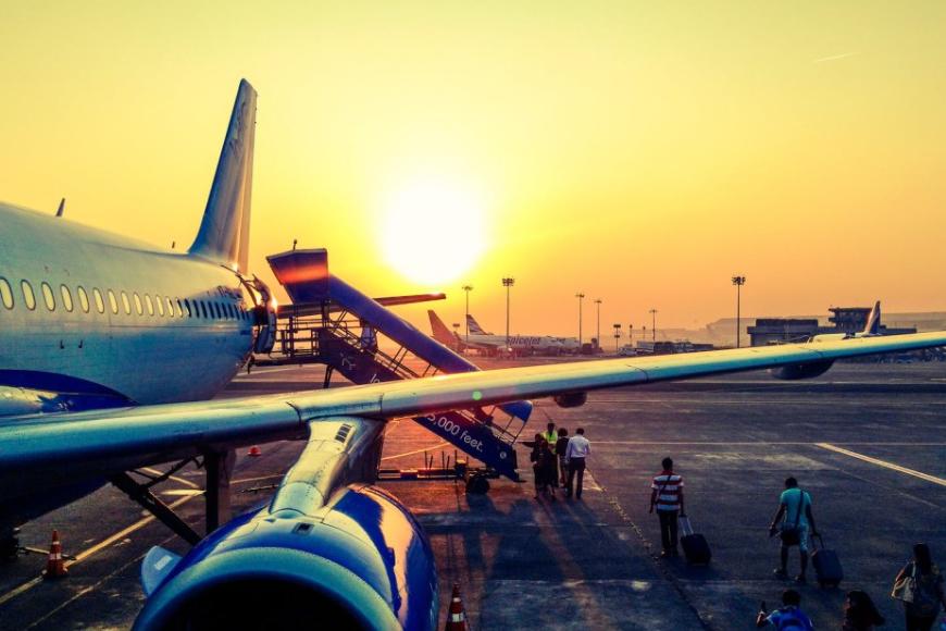 Dojazd na lotnisko własnym samochodem- sposób na komfortową podróż