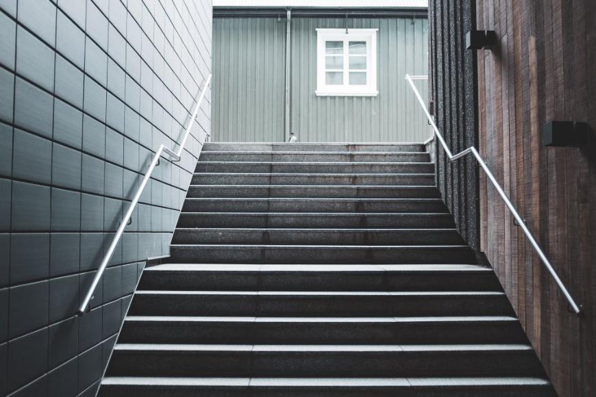 Jakie kafle wybrać na schody?