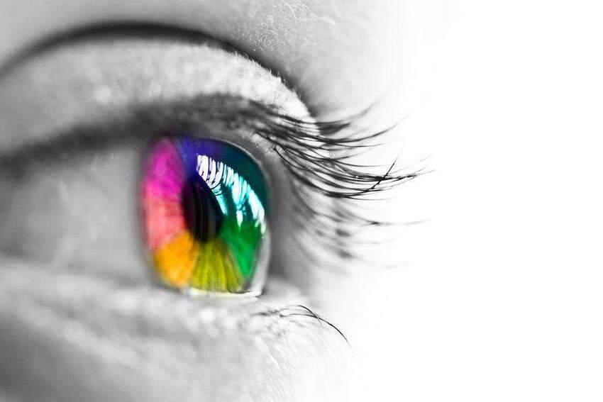 Kolorowe soczewki kontaktowe. Jakie są najnowsze trendy?