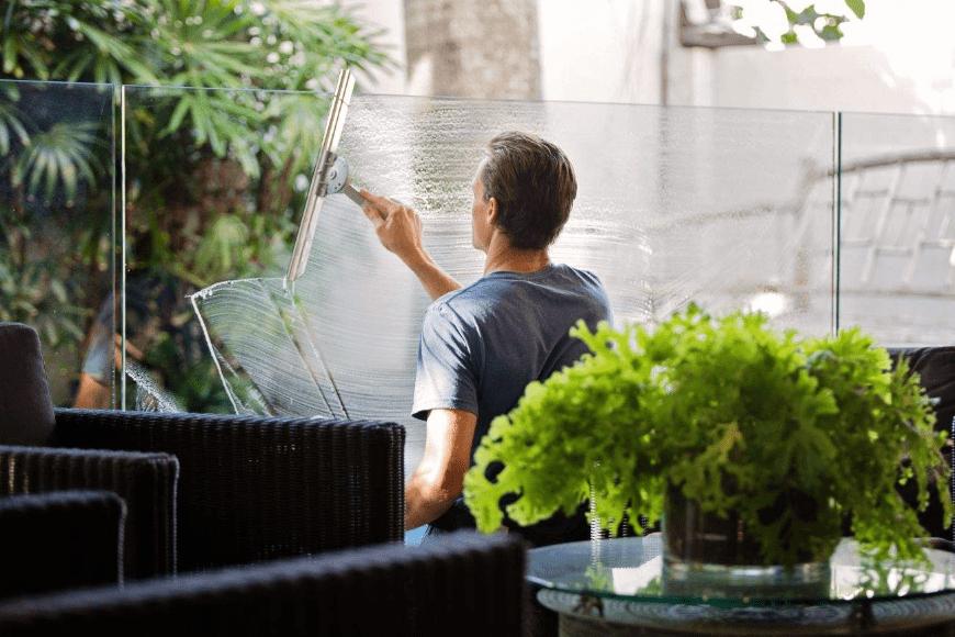 Jaki środek do czyszczenia szkła i luster wybrać?