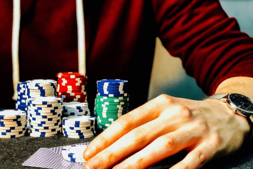 Jak zostać lepszym pokerzystą?