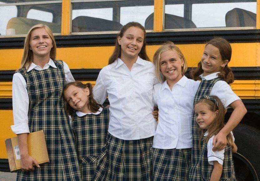 Kolorystyka mundurków szkolnych w kraju i za granicą