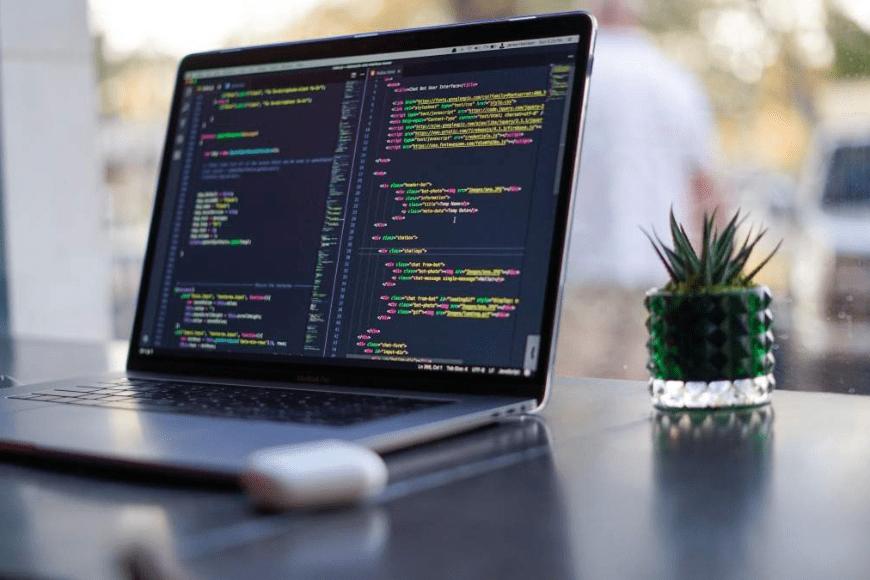 Praca jako informatyk – jakie wykształcenie jest potrzebne?
