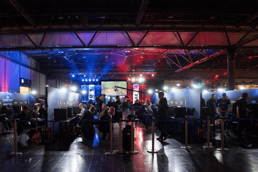 Turnieje e-sportowe wabią miliony ludzi