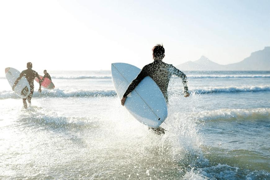 Jak rozpocząć przygodę z surfingiem?