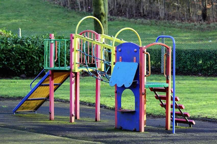Plac zabaw w domu i ogrodzie - zjeżdżalnia dla dzieci