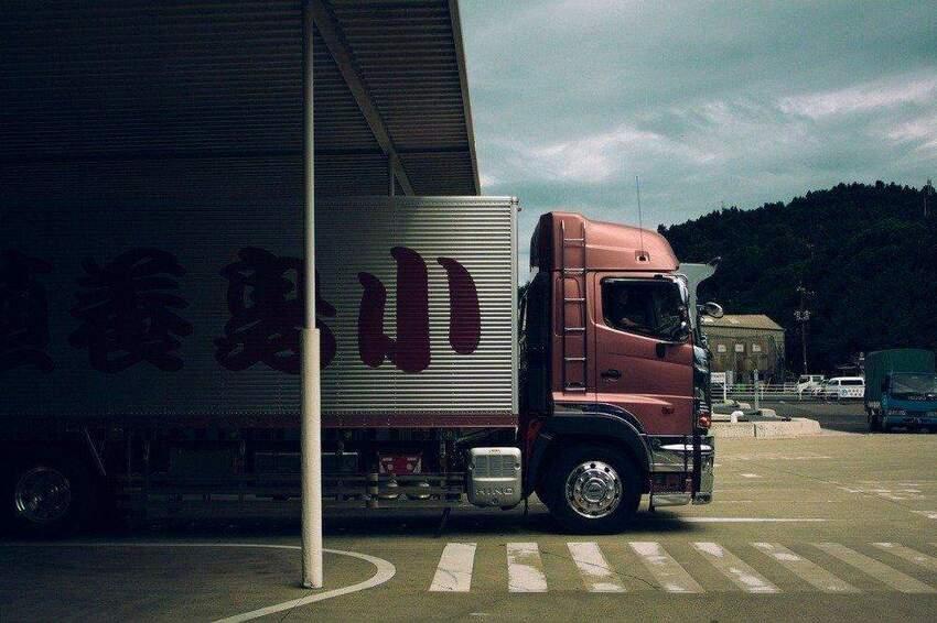 Bądź przygotowany na każdą trasę dzięki zapasowi płynów eksploatacyjnych do ciężarówki