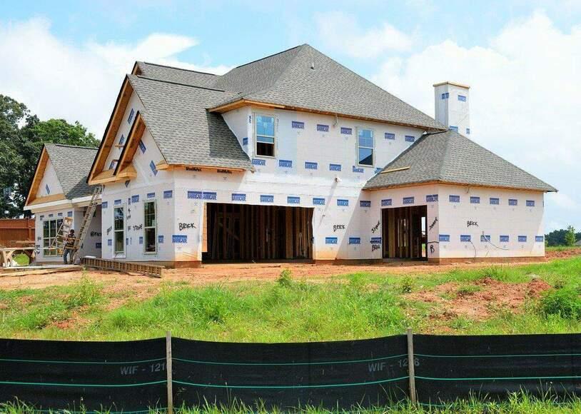 Skąd wziąć pieniądze na nieoczekiwane wydatki w trakcie budowy domu?