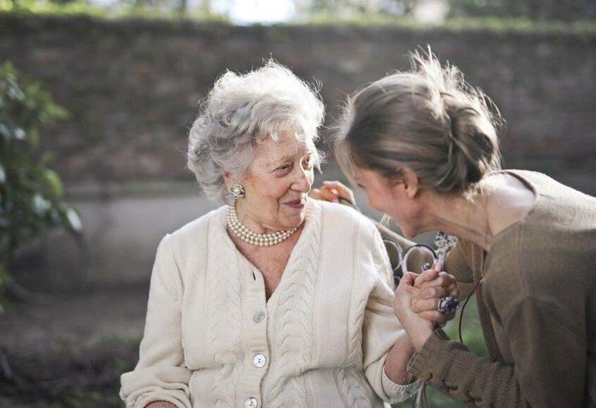 Praca opiekunki seniorów w Niemczech – jak wygląda i czego wymaga?
